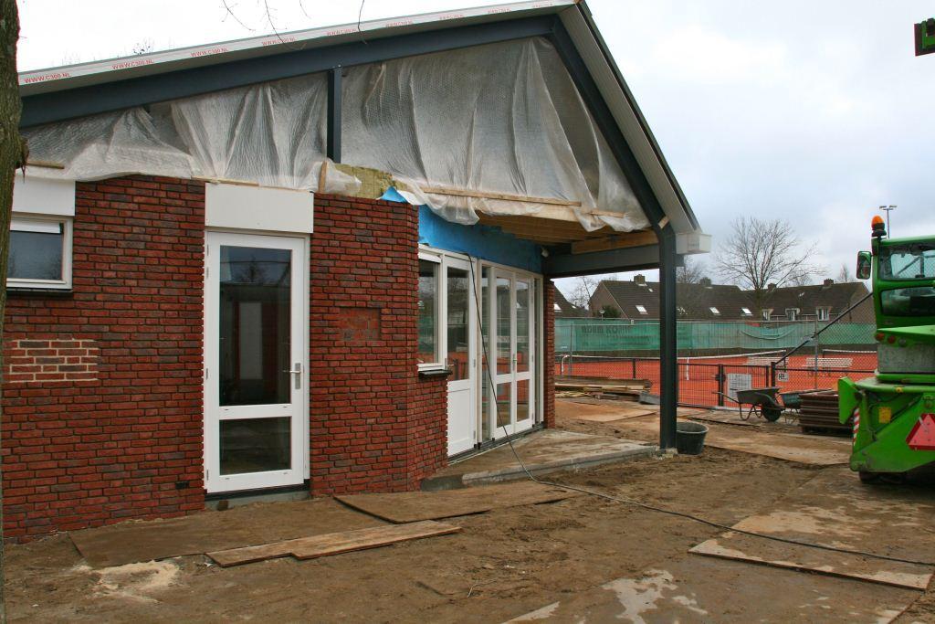 Gevelaanzicht nieuwbouw clubgebouw Tennisvereniging Ursem.
