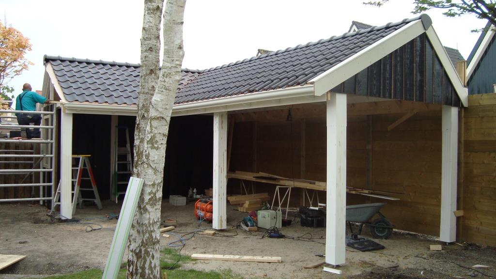 Nieuwbouw veranda te Ursem,zwarte dakpannen, sier, staanders, sporenkap