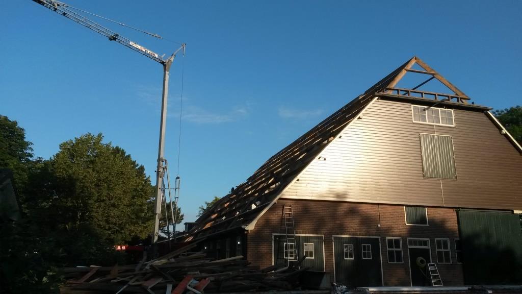 2 Dakrenovatie Sandwichdakpanplaat Rooftile Terracotta schuur Wieringerwerf