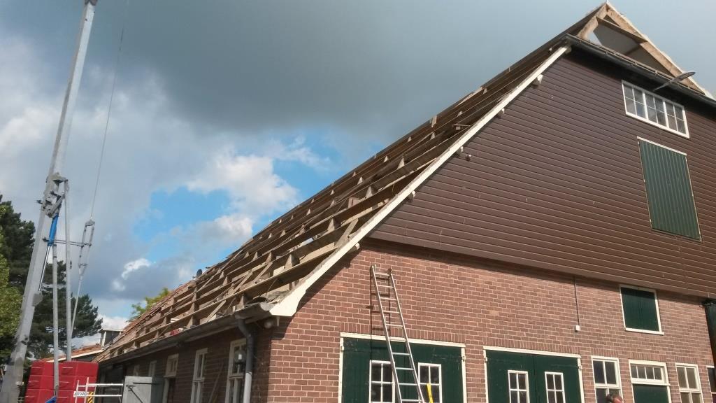 3 Dakrenovatie Sandwichdakpanplaat Rooftile Terracotta schuur Wieringerwerf