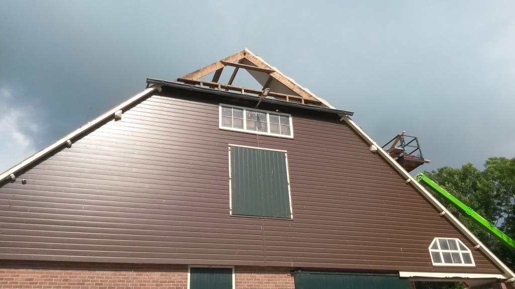 4 Dakrenovatie Sandwichdakpanplaat Rooftile Terracotta schuur Wieringerwerf