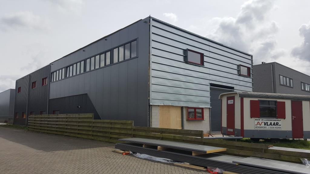 buitengevel bedrijfsgebouw-hal-facelift-Vaart Obdam 1713 Aannemer Hensbroek Vlaar DeVi Comfort