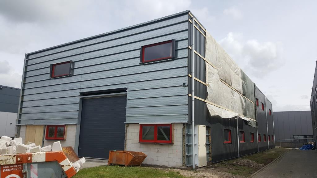 buitengevel bedrijfsgebouw-hal-facelift-Vaart Obdam 1713 Aannemer Hensbroek Vlaar DeVi Comfort3