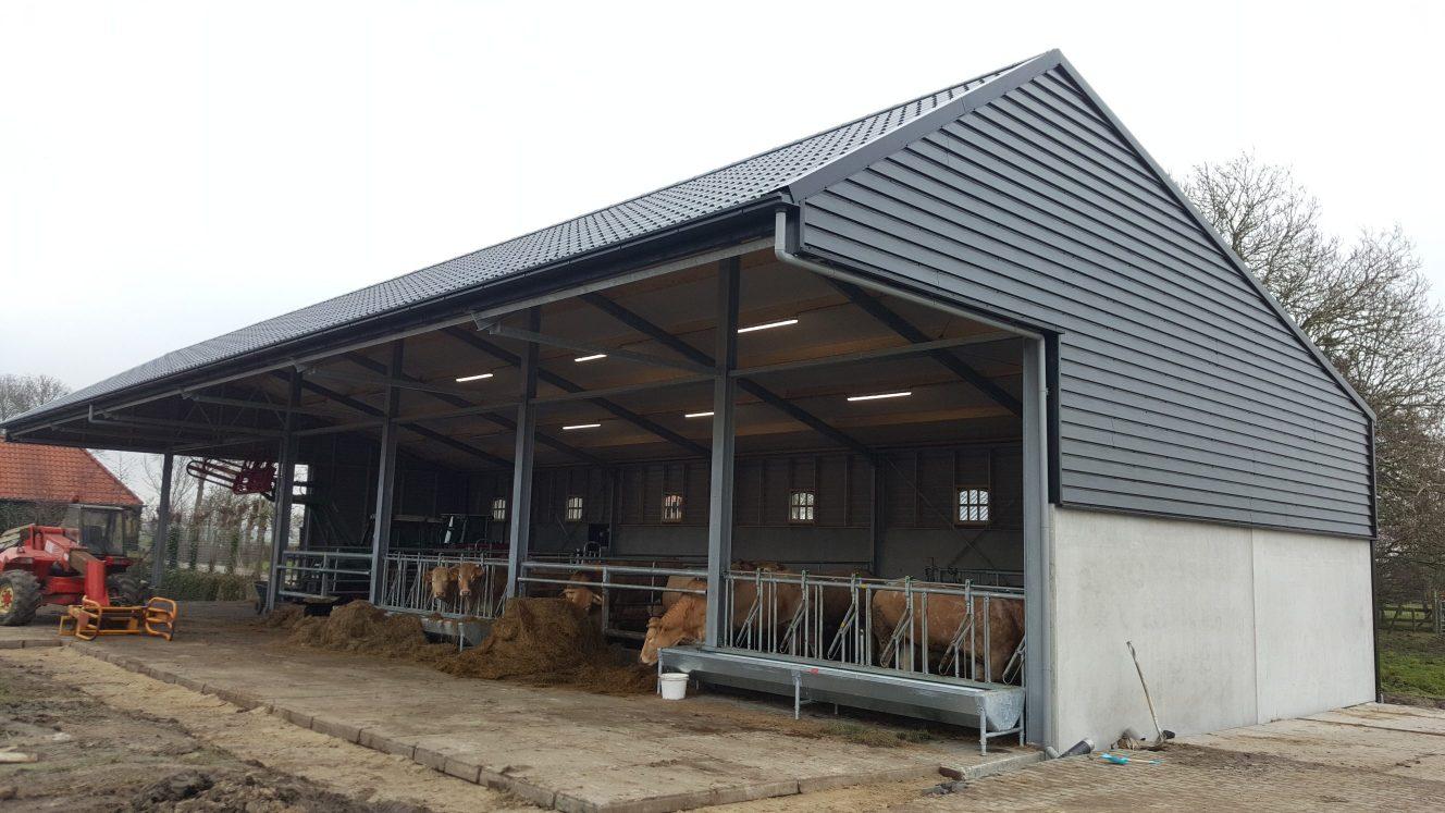 Nieuwbouw machineberging/ overkapping Hoogwoud agrarisch prefab beton- staal rabat gevelbebekleding - onderhoudsvrij